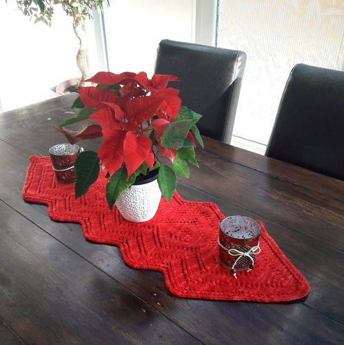 Knigge - Table Runner